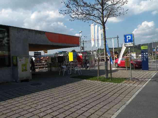 59 Bahnhof Dorfplatz Links