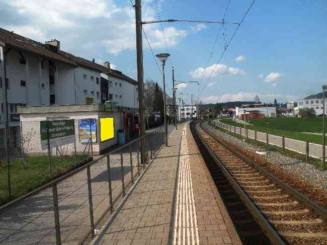 51 Bahnhof Fussganger Perron