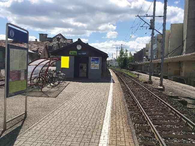 554 Bahnhof Fussganger Perron