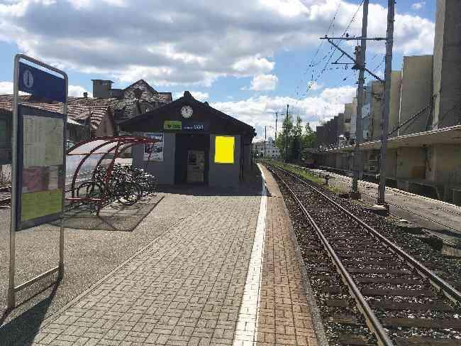 555 Bahnhof Fussganger Perron