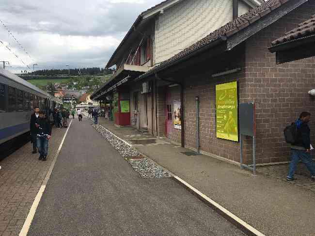 90 Bahnhof Geleisseite Bls