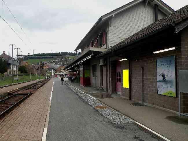 94 Bahnhof Geleisseite Perron