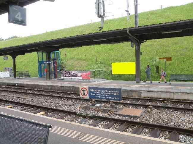 135 Bahnhof Geleisseite R