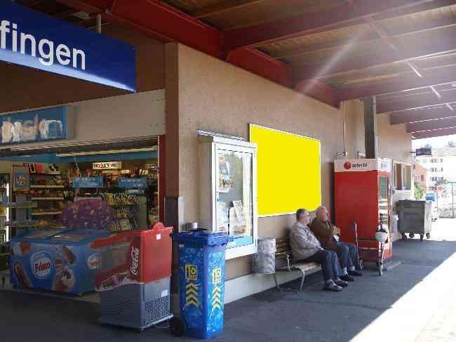 363 Bahnhof Geleisseite Vor Kiosk
