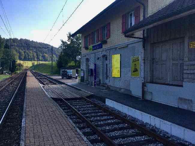 121 Bahnhof Geleisseite