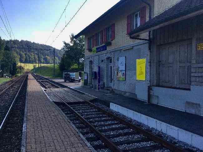 124 Bahnhof Geleisseite