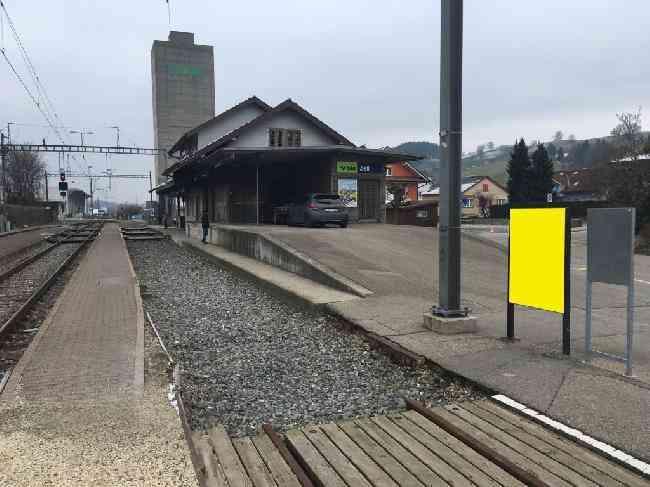 513 Bahnhof Geleisseite