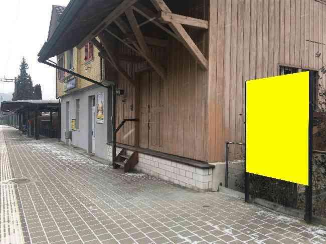 519 Bahnhof Geleisseite