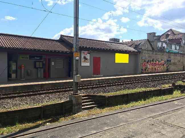 553 Bahnhof Geleisseite