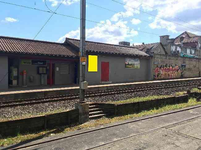 556 Bahnhof Geleisseite