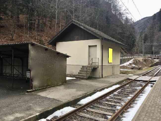 590 Bahnhof Geleisseite