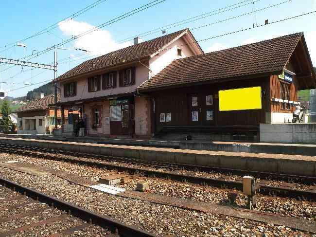 70 Bahnhof Geleisseite