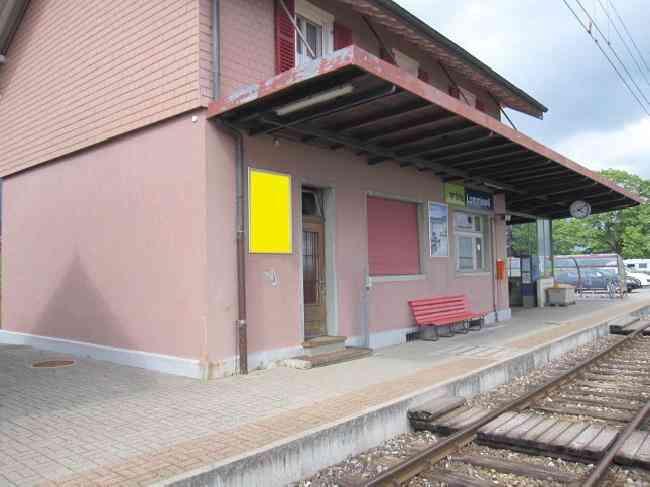 389 Bahnhof Gleisseite L