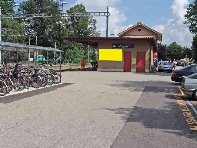 364 Bahnhof Kiosk Nahe Velostand