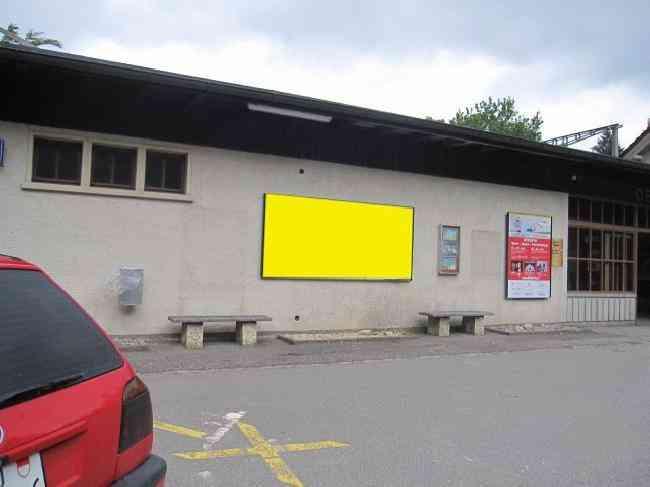 406 Bahnhof Parkplatz Fussganger