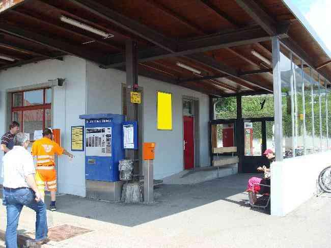 383 Bahnhof Perron Halle