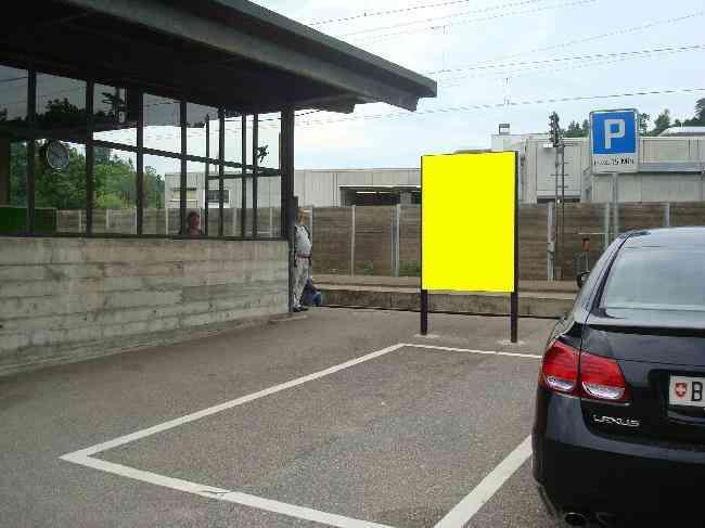 511 Bahnhof Perron Parkplatz
