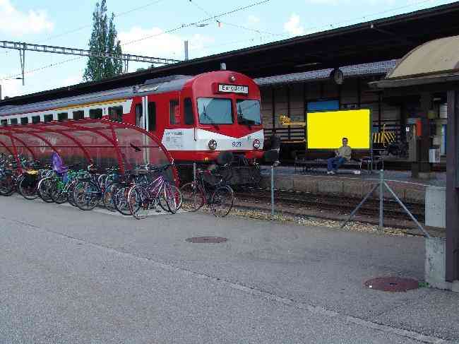 165 Bahnhof Perron Ruckseite Schule