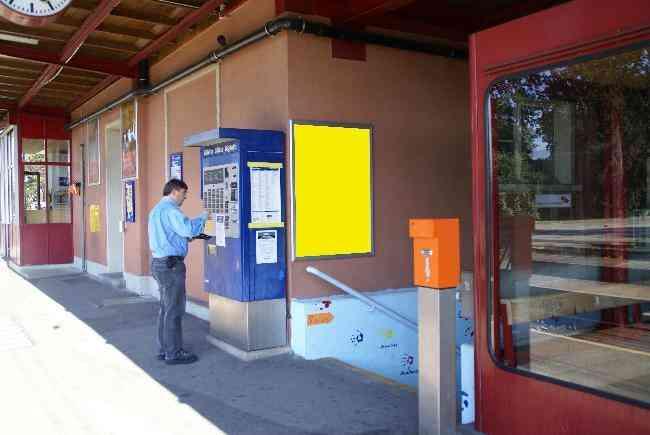 244 Bahnhof Perron Treppe