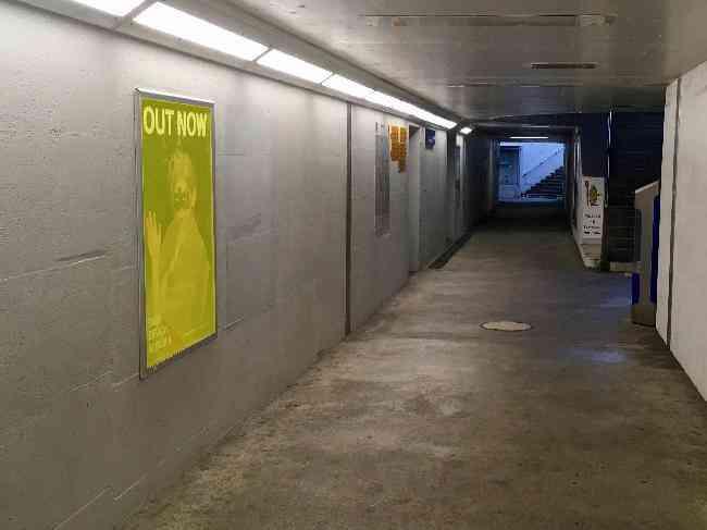 130 Bahnhof Unterfuhrung Zugen L