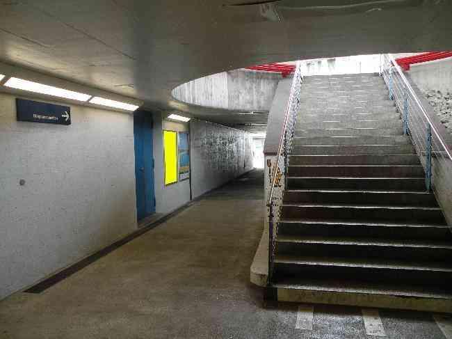 132 Bahnhof Unterfuhrung Zugen Mr