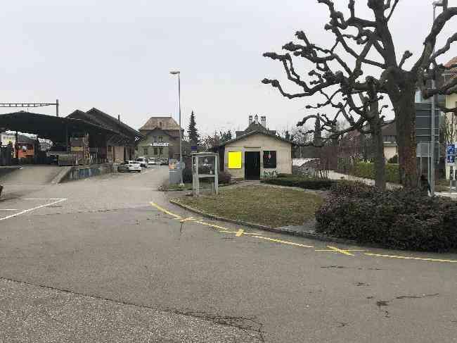 173 Bahnhof Velo Fussganger Links