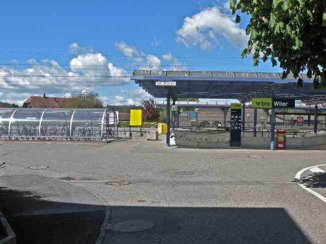 233 Bahnhof Vorplatz Velos