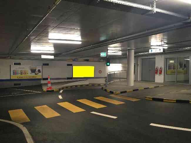 618 013 Bernexpo Parking Einfahrt 2 Ug
