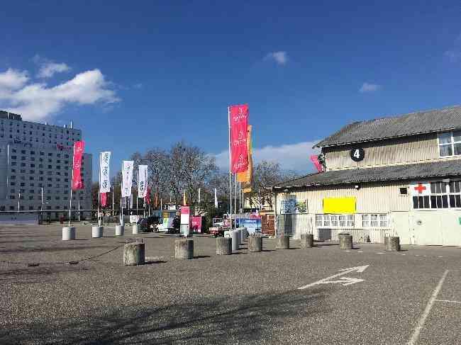 650 Bernexpo Fussganger Parkplatz Festhalle
