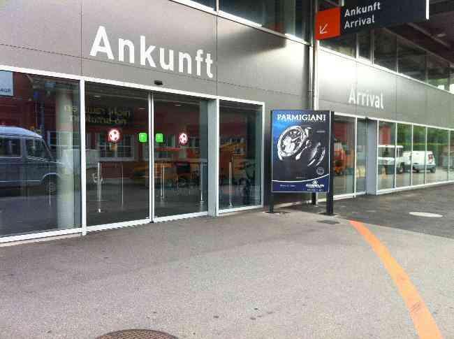 48 Flughafen Ankunft Zoll Flugplatzstrasse 53