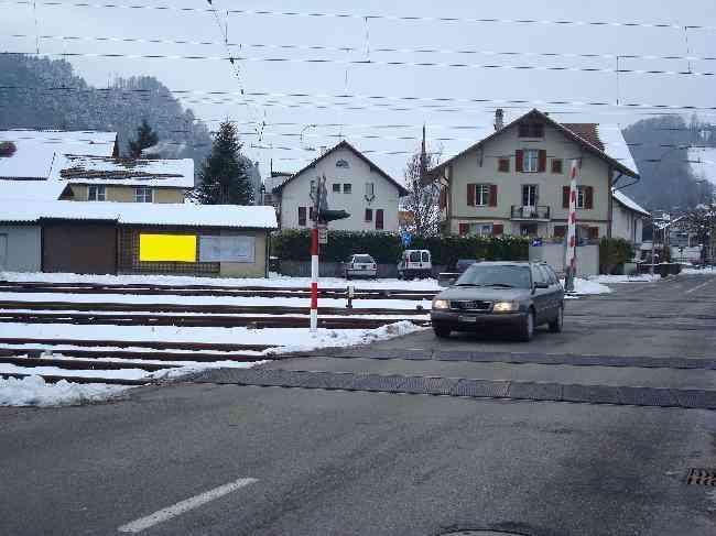157 Strasse Bahnhofstr  Bahnubergang Links