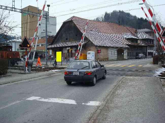 532 Strasse Bahnubergang Gegenfahrtrichtung