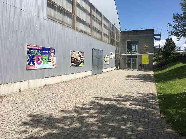 299 Strasse Eishalle Dudingen Eingang Leimacker 4