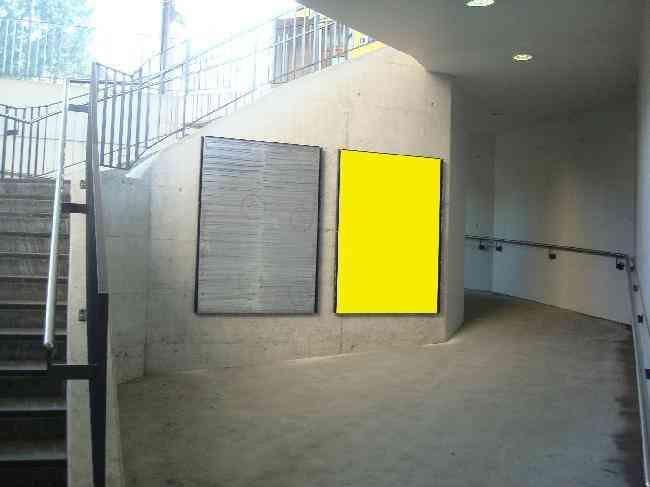 111 Unterfuhrung Fussganger Treppe Bahnhof R